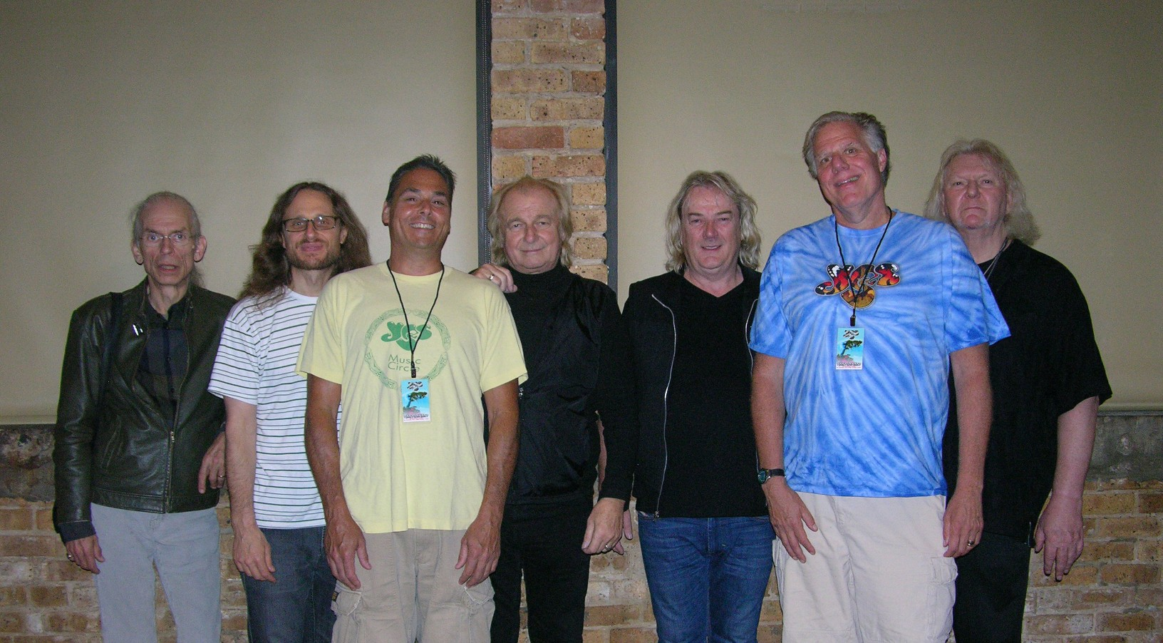 Jeff_and_Gary_with_the_band.jpg